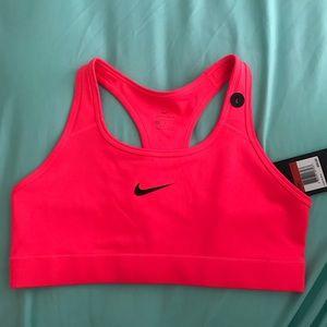Nike Victory Sports Bra in hot pink